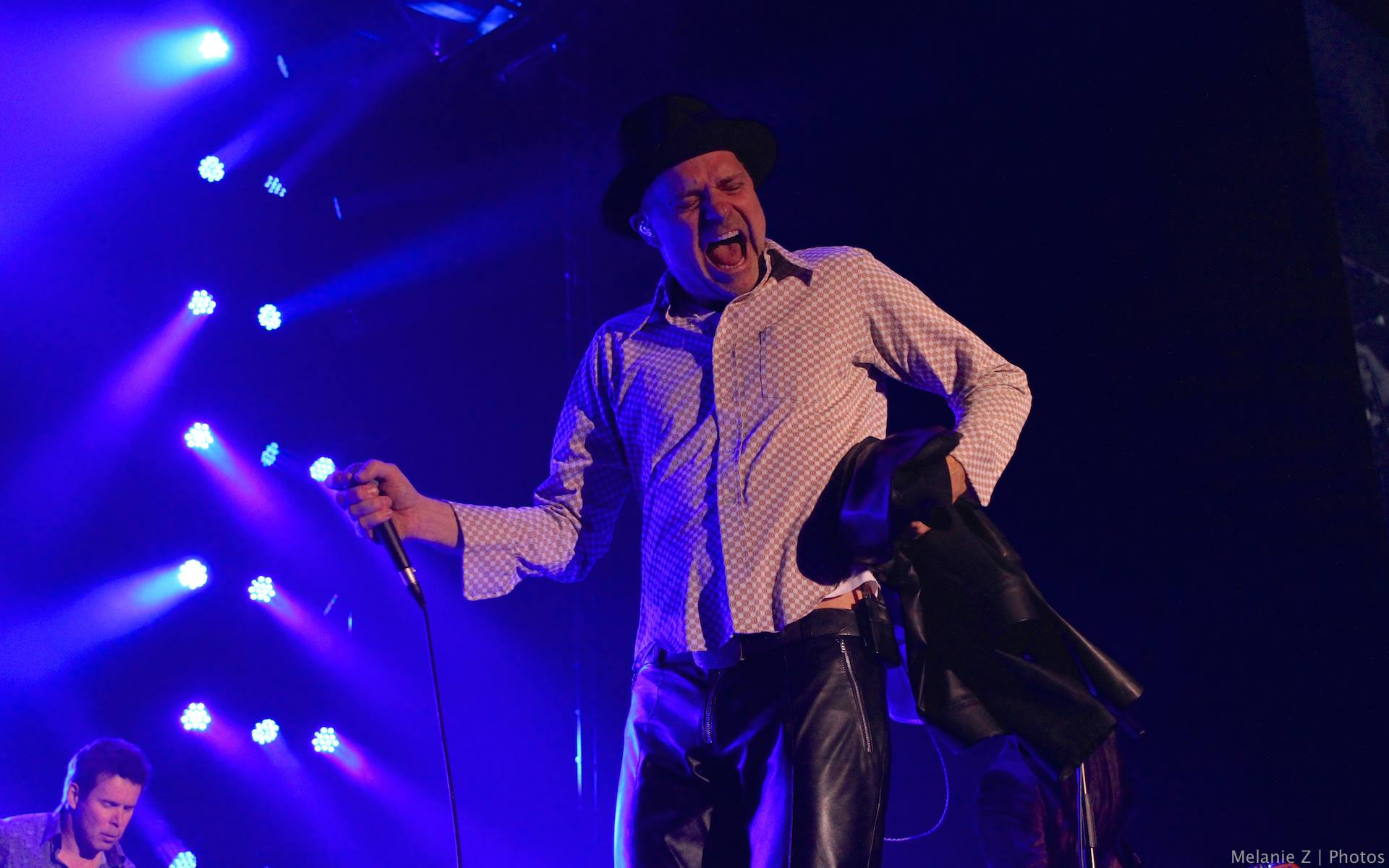 Gord Downie on stage with Tragically Hip during Fully Completely 2015 Annivesary Tour (Mel Z / Rogers)